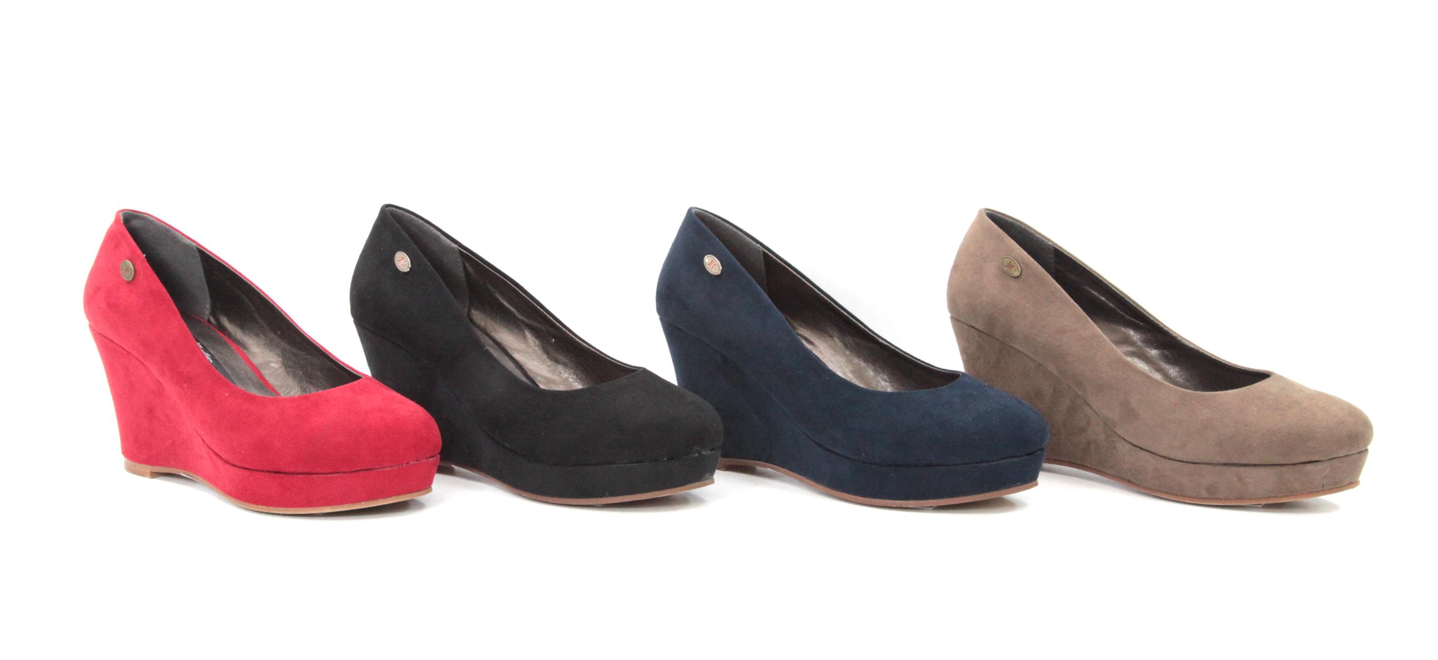 Dedos y zapatos atractivos